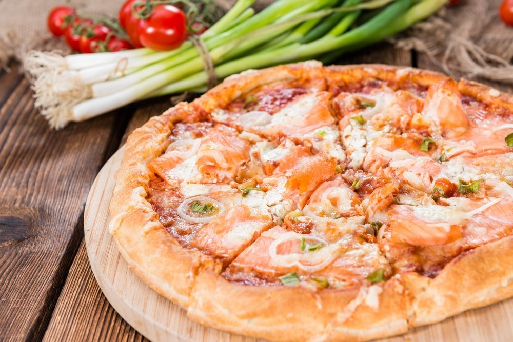 salmon pizza wine