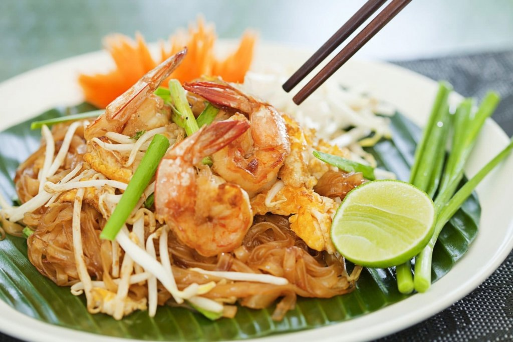 prawn pad thai with albarino wine