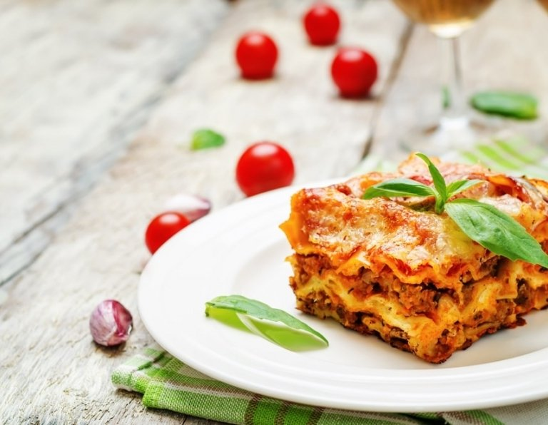 Meat lasagna to pair with wine